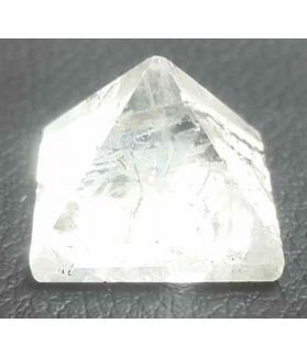 Small White Cyrstal  Pyramid 22 to 25 Gram